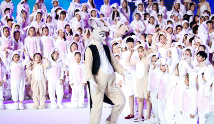Largest gathering of people dressed as rabbits_inside3