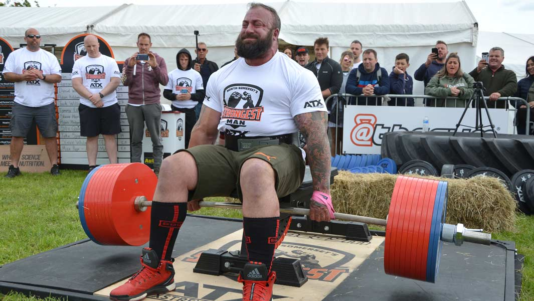 Martin Tye lifting 505 kg in his successful attempt for the heaviest seated deadlift